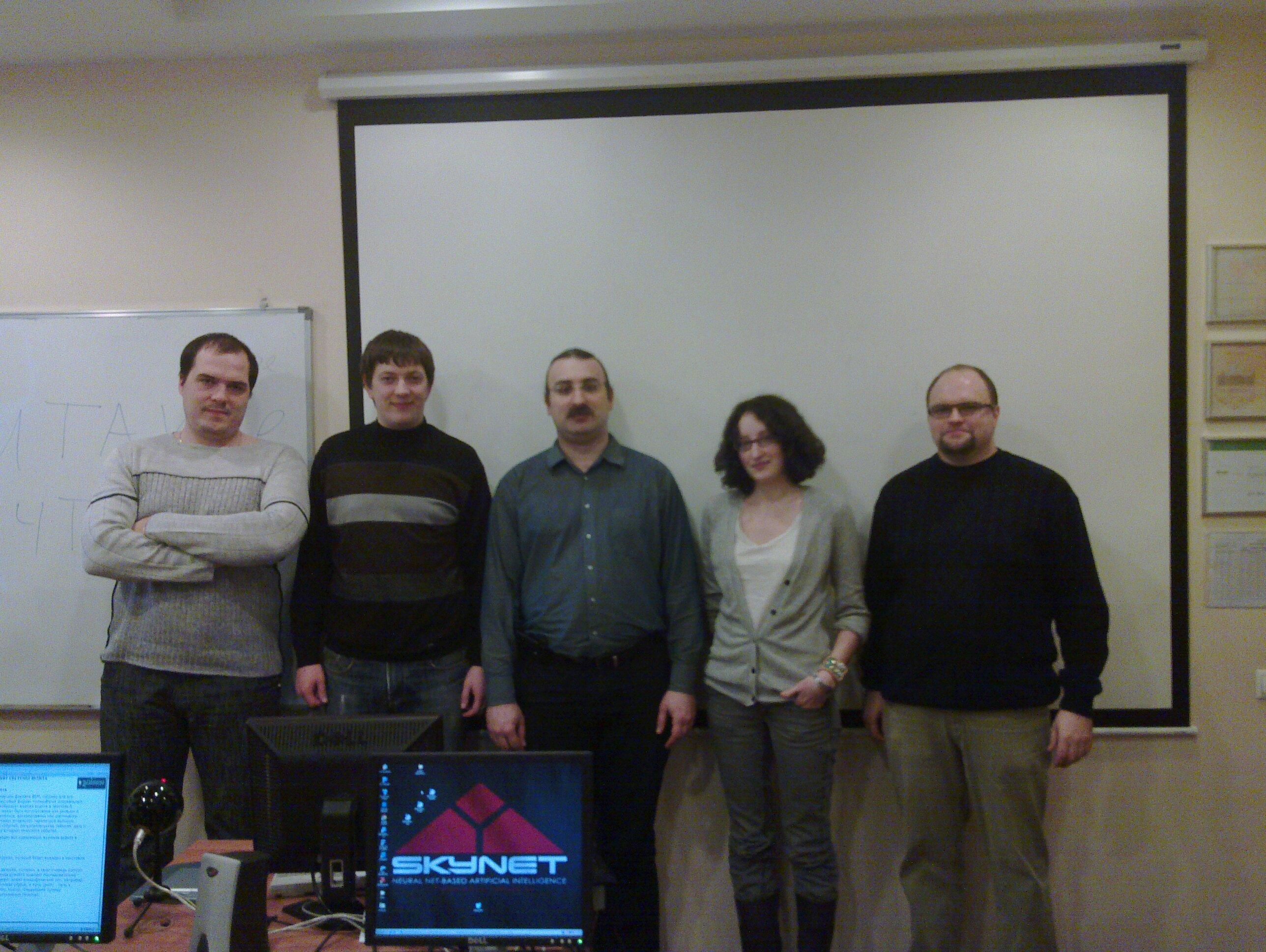 На снимке только очные выпускники курса, еще четверо обучались в режиме вебинара.